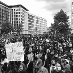 Près de 10.000 citoyens belges se sont réunis aujourd'hui, près de la place Poeleart/ Ewa Kuczynski
